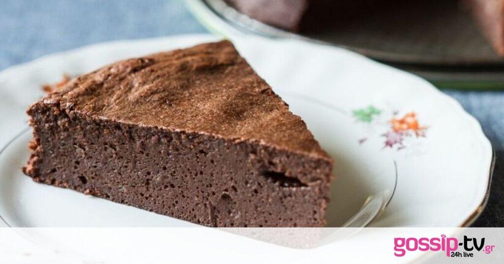 Πεντανόστιμο κέικ σοκολάτας ατμού από τον Άκη Πετρετζίκη