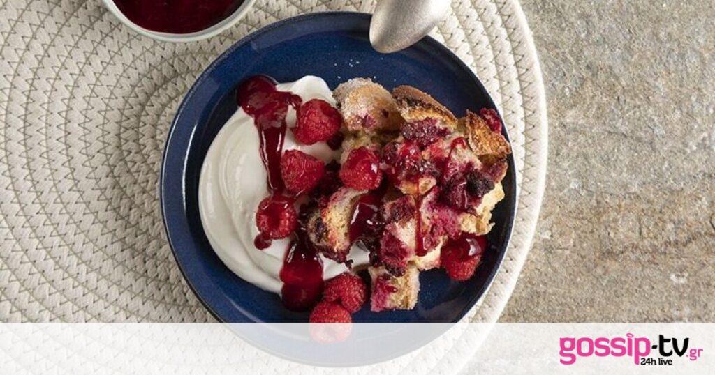 Μία γλυκιά και διαφορετική συνταγή: Crumble με raspberriesαπό τον Άκη Πετρετζίκη